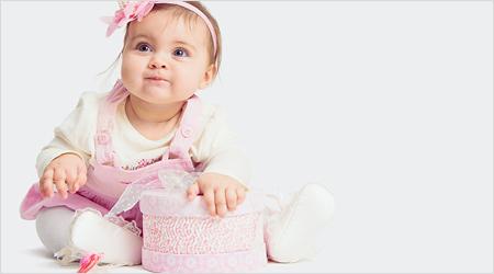 Meisje in roze jurkje