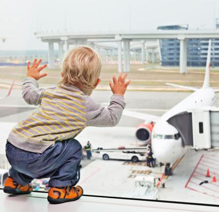 Enfant à l'aéroport