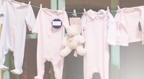 Viele verschiedene Kleidungsprodukte für Babys