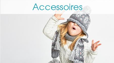 Mädchen trägt eine Wintermütze und Schal