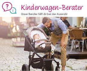 Vater beugt sich zu seinem Kind im Kinderwagen vor