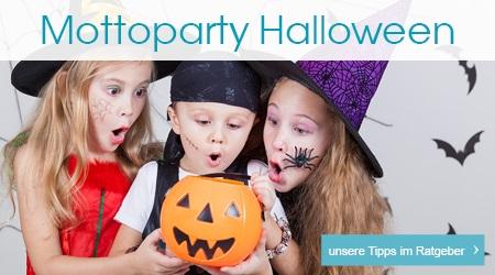 Drei Kinder in Halloweenkostümen