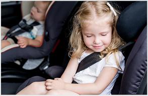 Kindersitze mit Sicherheitsgurt