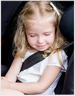 Schlafendes Mädchen im Auto