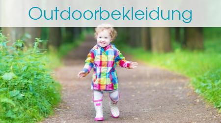 Kind in Regenkleidung