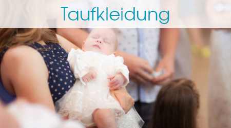 Taufe Baby mit Taufkleid