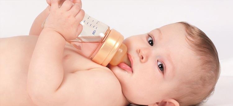Ende der Stillzeit: Baby trinkt nun aus der Flasche
