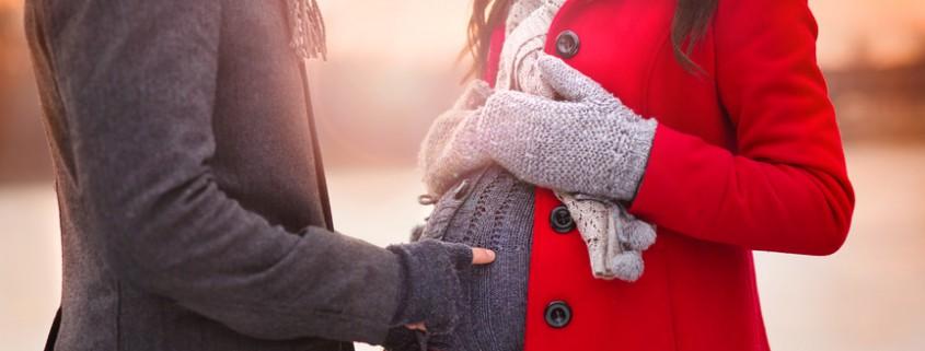 Hochschwangere im Winterlook