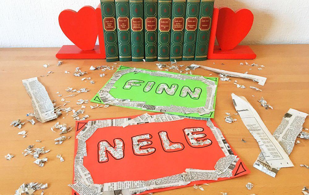 Chaos auf dem Schreibtisch und zwei fertige Namensschilder