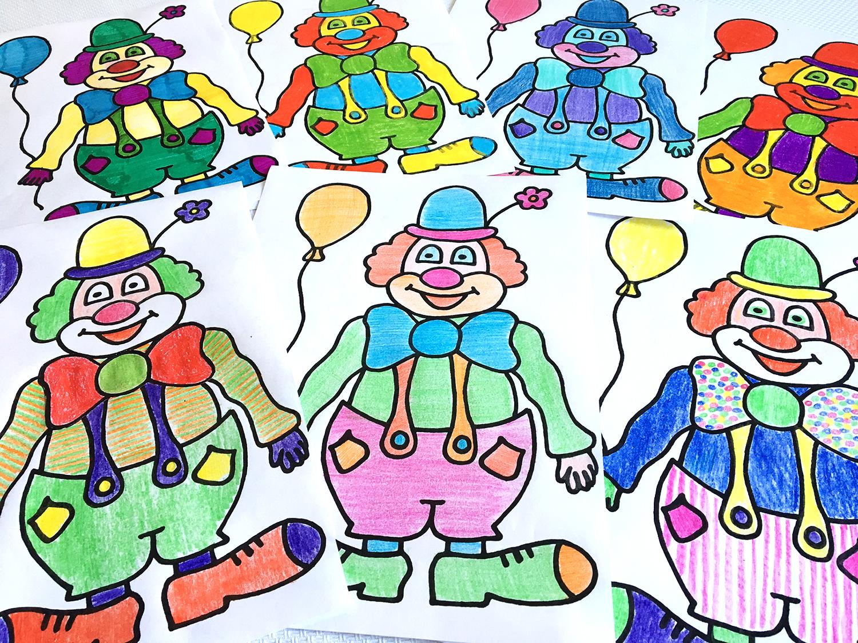 Viele ausgemalte Clowns