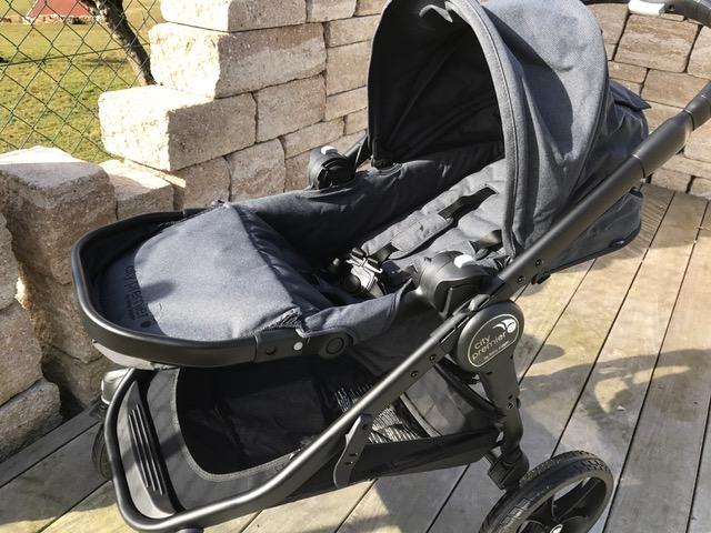 Babyjogger Sportwagen city premier in der Sonne