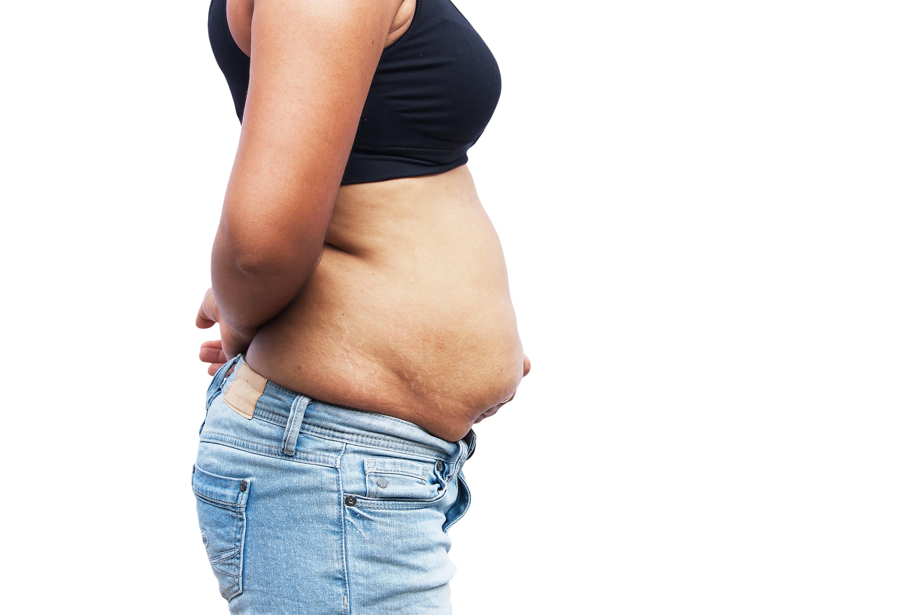 Wie man an den Seiten des Bauches Gewicht verliert