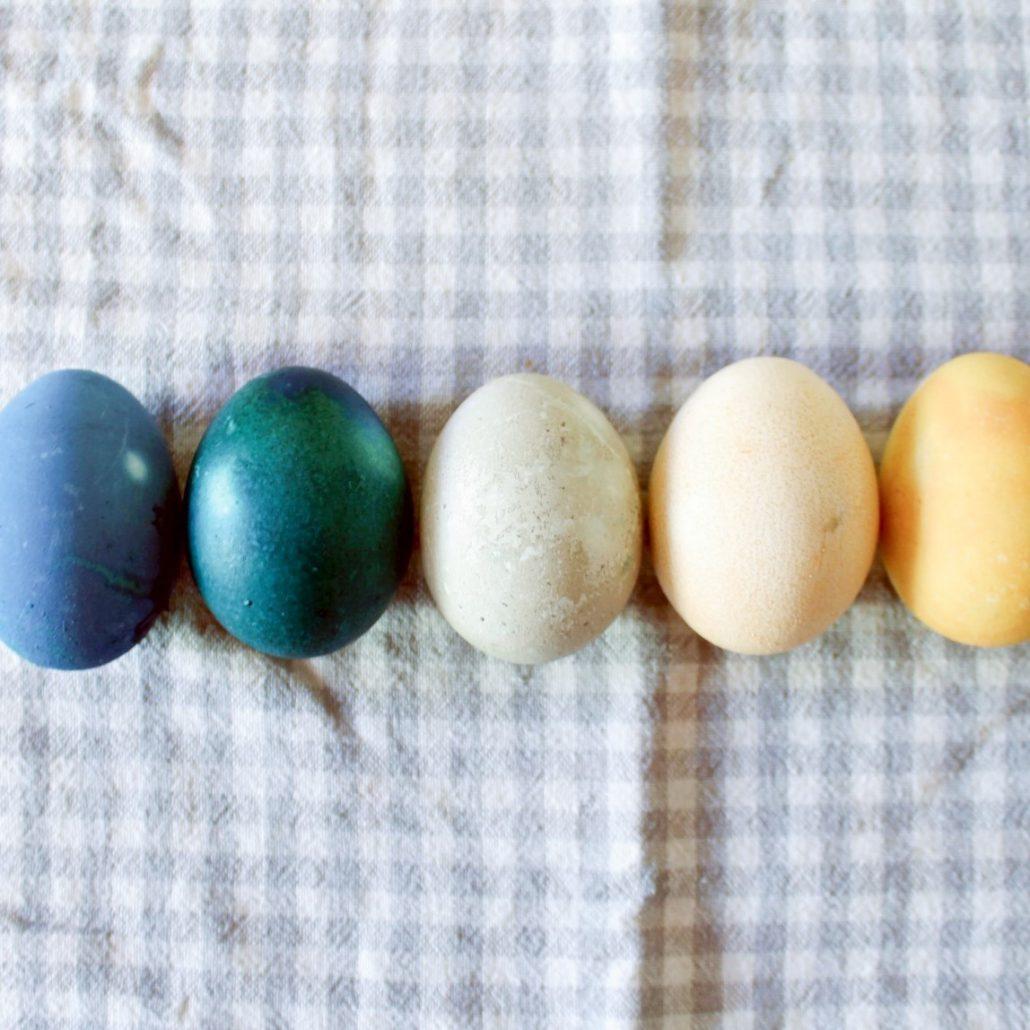 Natürlich gefärbte Ostereier im Ombre-Look