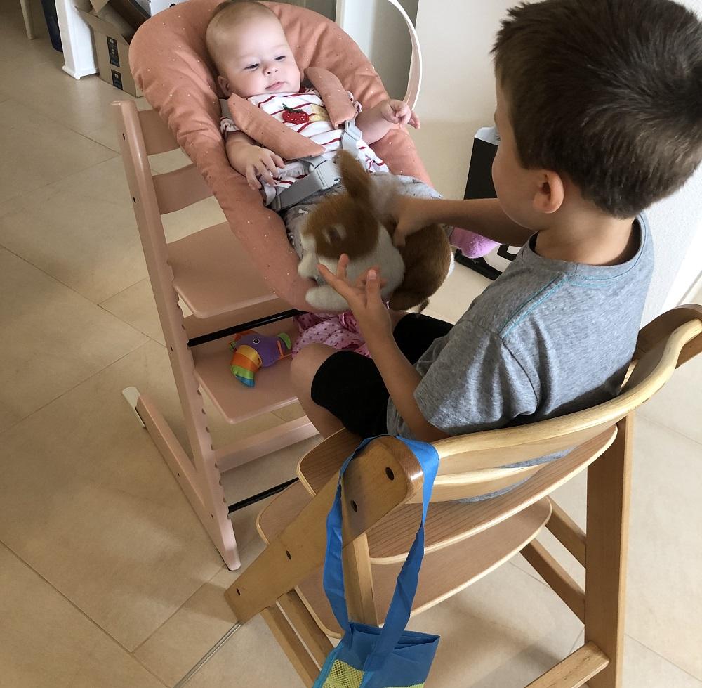 Tripp Trapp Hochstuhl mit Jungen und Newborn Set mit Baby