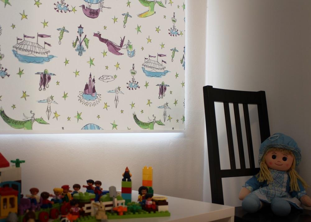 Plissee hängt im Kinderzimmer