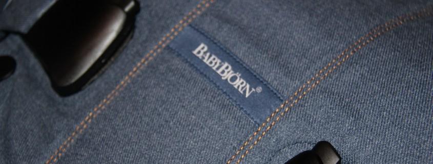 Nahaufnahme BABYBJÖRN Babytrage One Cotton Mix Classic Jeans/ Mitternachtsblau