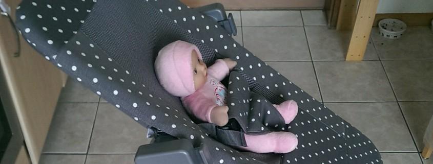 Geuther Hochstuhl Syt natur mit Babyliege Sit'n Sleep grau gepunktet Seitenansicht
